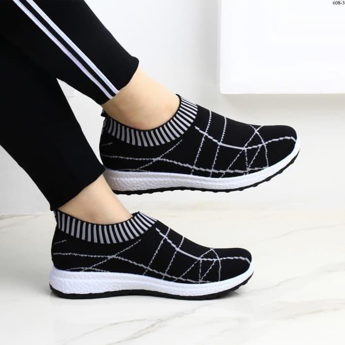 Sepatu Slip On Wanita Slavina - Hitam