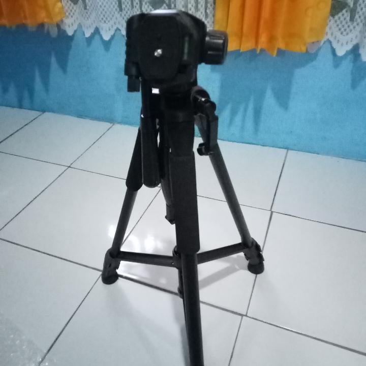 Tripod Kamera DSLR